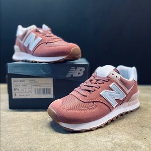 New Balance Women's 574 Classics Suede Oxide Red